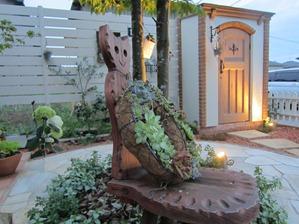 庭をライティングして夜間も楽しめるエクステリア