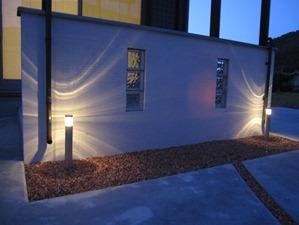 ココマ腰壁タイプの前の照明