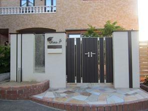 門扉のある門柱313