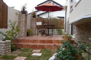 庭のタイルテラス