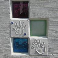 ガラスブロックと手形