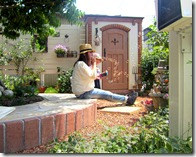 カンナキュート物置のある庭で子供とくつろぎのひととき