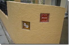 ガラスブロックサインのある門柱 9