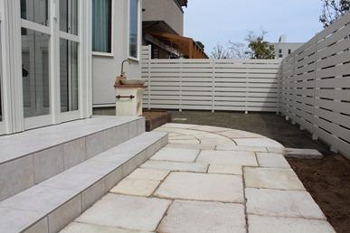 アルファウッドで庭にプライベート空間を作る