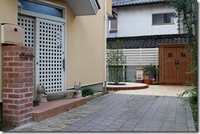 玄関から見た庭
