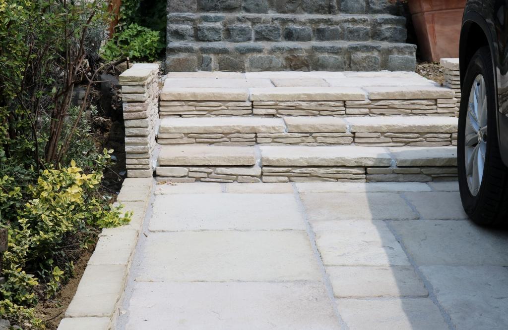 プラッドストーンの床と階段