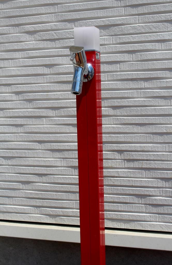 カラフルな立水栓