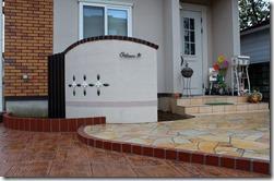 玄関前の自然石貼り通路007