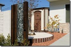 オリジナル門柱から見える可愛い物置カンナキュート 3005