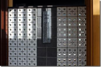 ブリーズブリック&ショコラ積みの壁に特殊塗装サイン伊尚