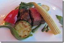牛サーロインのグリル夏野菜添えバジルソース050