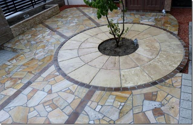 ブラッドストーンサークルと天然石貼りの床