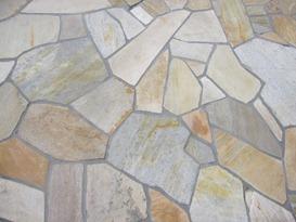 自然石貼りの床