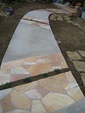 石貼りとコンクリートの床