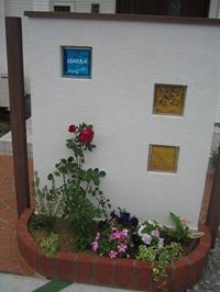 2008 ガラスブロックサインのある門柱 3