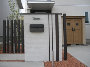 Simple modern gatepost