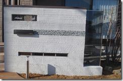 ベネチアンガラスサインのある門柱