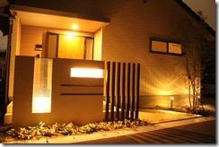 ライトアップされた門柱