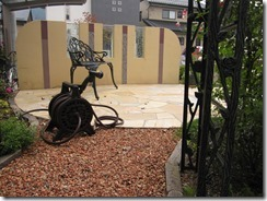 庭にテコラを敷きこむ