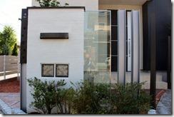H鋼ポールサインとジュエルグラスの塗壁