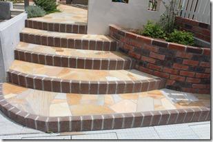 天然石貼りの階段