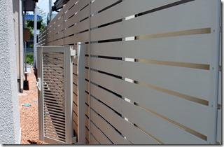 板塀と片門扉
