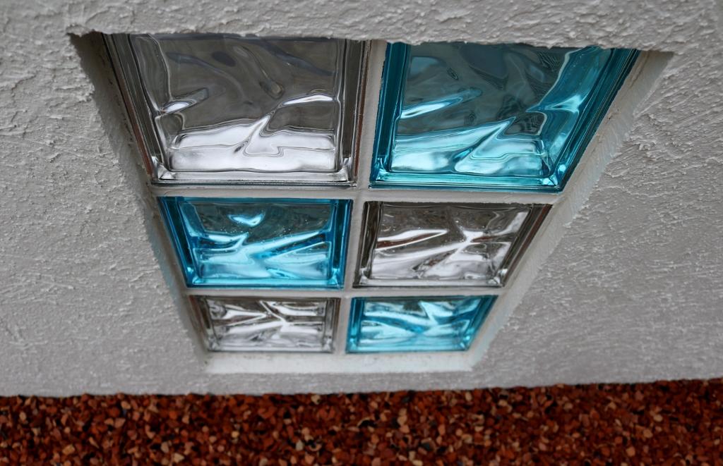 coat-fence-glass-block-041-1024x661