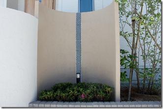 アートウォールメでS字の塗仕上げ門柱