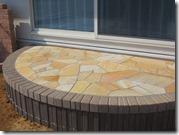 天然石貼りリビング前のテラス